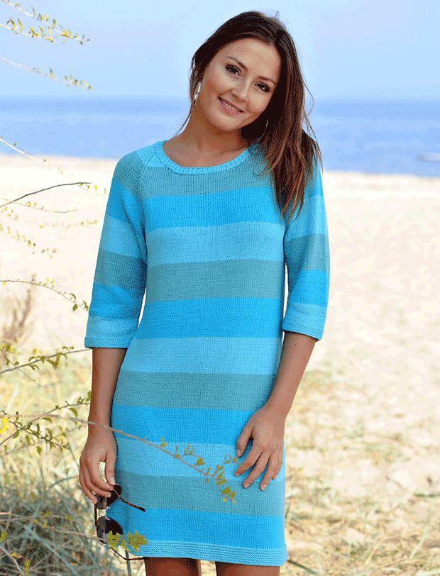 Striber er bare SÅ trendy, og det er strikkede kjoler også, så det er ikke for tidligt at gå i gang strikkepindene. Kjolen er med raglanærmer og kan strikkes i to forskellige bomuldsmiks. Opskriften er i str. S-XL.