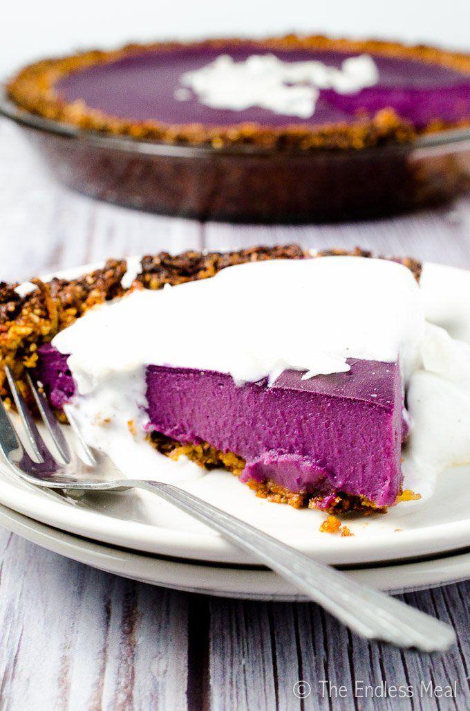 Vegan Purple Sweet Potato Pie with Coconut Almond Crust {paleo + gluten free too!} Paleo, sans gluten + testés l'option végétalienne! Vegan Violet Patate douce Tarte aux noix de coco