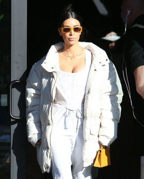 Kim Kardashian Photos Photos - Reality stars Kim Kardashian, her sister Kourtney, Kourtney's daughter Penelope and their mother Kris Jenner are spotted out for lunch in Calabasas, California on February 22, 2017. - The Kardashian Girls Go Out for Lunch in Calabasas