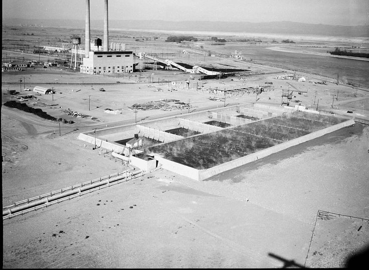 Hanford F Reactor Cooling Basins - Hanford Site - Wikipedia, the free…