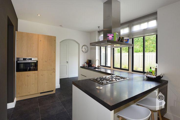 De keuken maakt deel uit van de originele interieur-indeling