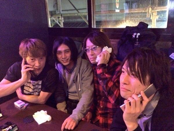 まだまだ打ち上がる、フジタユウスケとガラパゴスCustomの皆さん。ちなみにカナメさんとシュンスケさんは本日が14、5年ぶりの再会。2人は同じスタジオを使っていた同士だったそうです。面白い縁ですね。 #ysk_jp