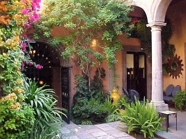The 25 best ideas about mexican courtyard on pinterest for Mexican porch designs