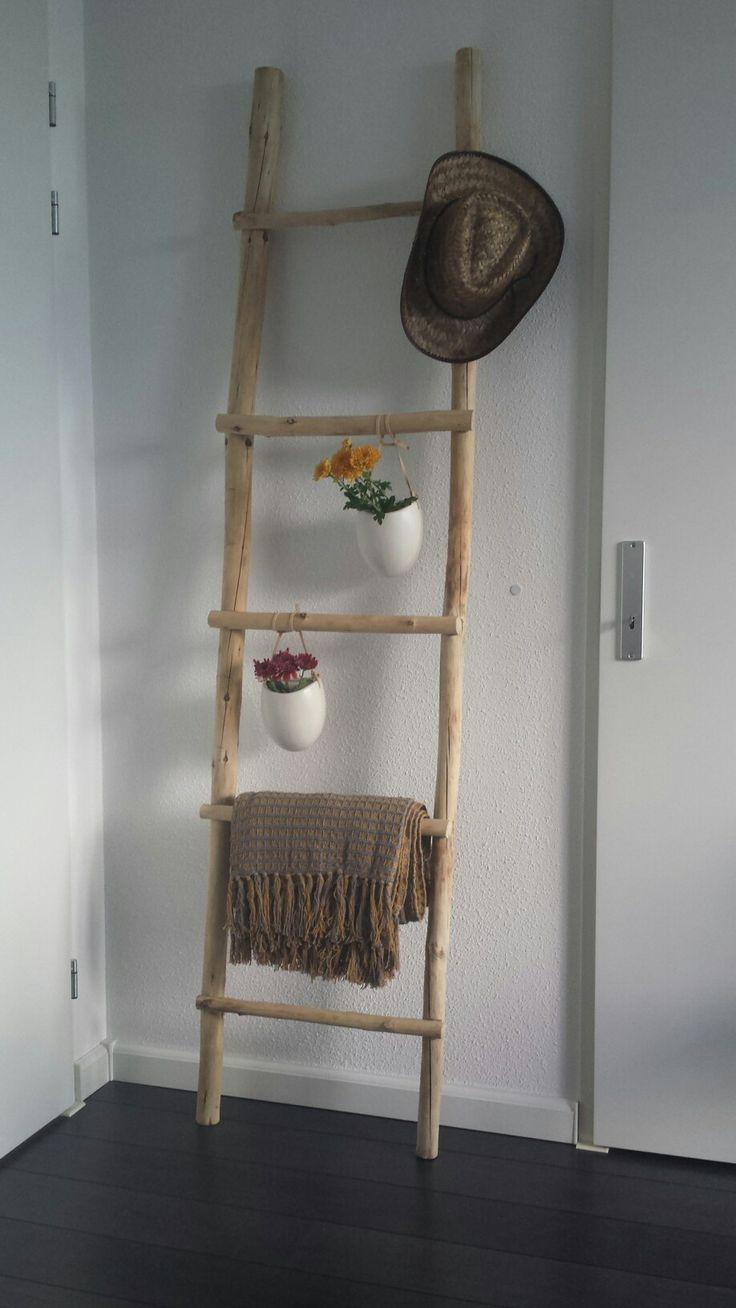 Houten ladder gemaakt van takken