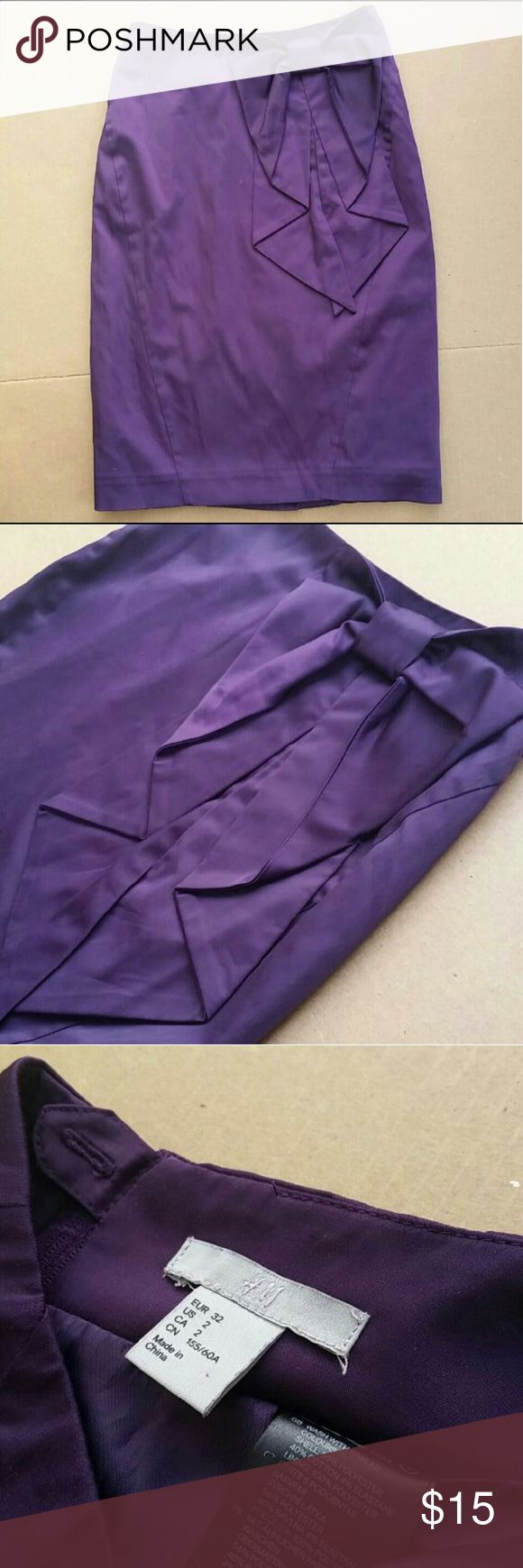 H&M purple bow pencil skirt XS / 2 Size 2 or XS h&m pencil skirt. Purple color with a Large bow. Has a very tiny stain next to the bow see picture 1( its almost not noticeable at all ) very elegant, professional look! I only wore it 2 times and bought New from H&M H&M Skirts Pencil
