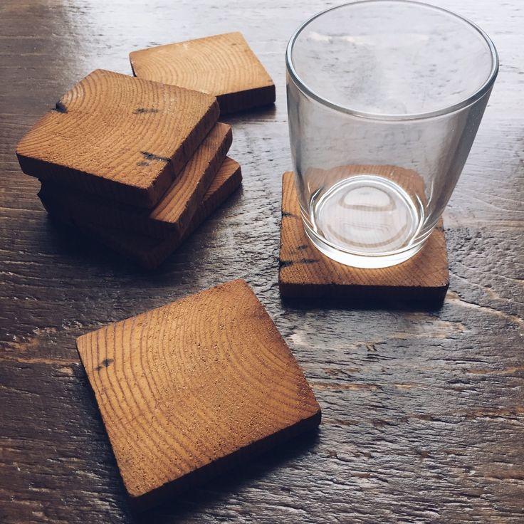 Table de cuisine en bois massif avec base en fer forg - Table cuisine en pin ...