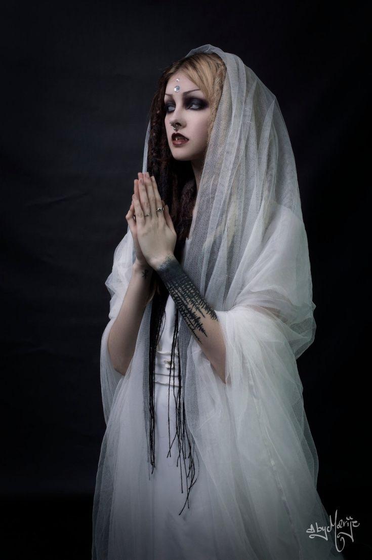 Psychara / Althemy / Photoshoots/ Art / Fashion / Alternative / Forest Witch / Blogger