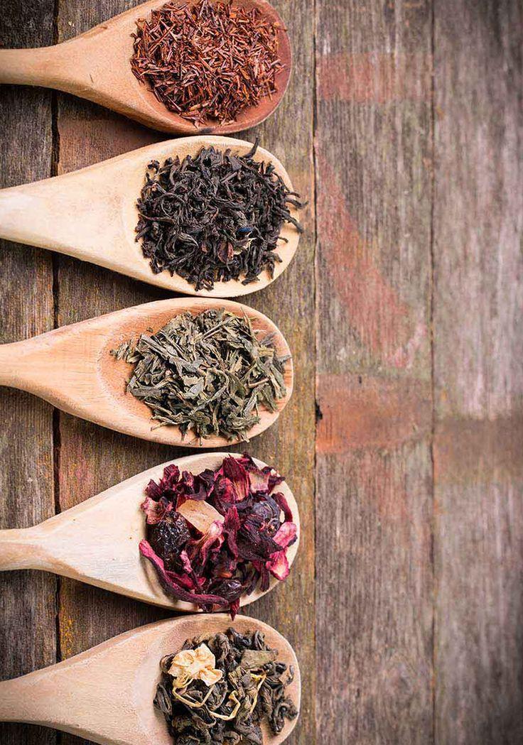 Ne plac aromele imbietoare ale ceaiurilor dar si povestile despre acestea. Tari ca Marea Britanie, Turcia, Iran, Rusia, si nu numai, i-au oferit ceaiului statutul de bautura traditionala sau nationala. Ceremonia ceaiului, modul de servire si ustensilele cu care se pregateste acesta difera de la tara la tara.