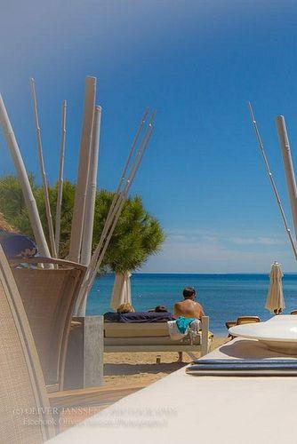 Ibiza restaurant Pura Vida, serving fine food on the beach. Alia a Es Canar, Km 1.5. Playa Niu Blau. Santa Eulalia