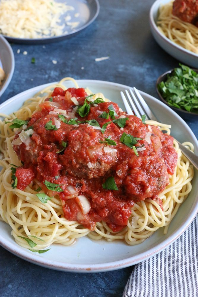 Slow Cooker Spaghetti and Meatballs! The easiest way to make homemade marinara sauce and meatballs: in your slow cooker! And these meatballs are so flavorful and delicious! Hope you try the recipe!