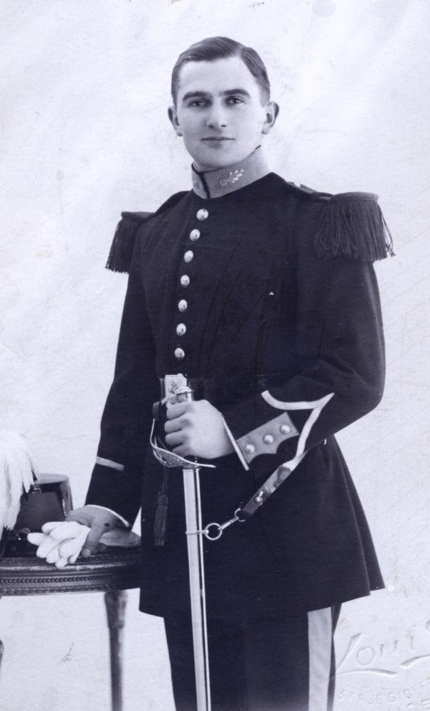 Marseille sous l'occupation. Francis Ninck, Gilbert, chef de l'Armée secrète (AS) de Marseille. Arrêté le 17 juillet 1944 « au cours d'une mission particulièrement dangereuse », il fut incarcéré aux Petites, puis aux Grandes Baumettes. Selon Ernst Dunker-Delage, homme clé du SIPO-SD (la Gestapo) de Marseille, l'arrestation de Francis Ninck fut la conséquence directe des renseignements fournis aux Allemands par Maurice Seignon de Possel-Deydier, qui avait trahi ses camarades.