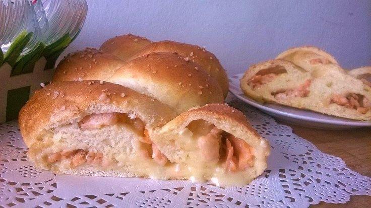 Treccia  di pan brioche al salmone e camembert