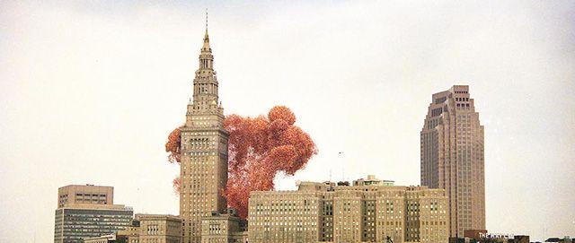 La storia e le foto della Balloonfest, organizzata nel 1986 per battere un record mondiale con il lancio di 1,5 milioni di palloncini e che non finì bene