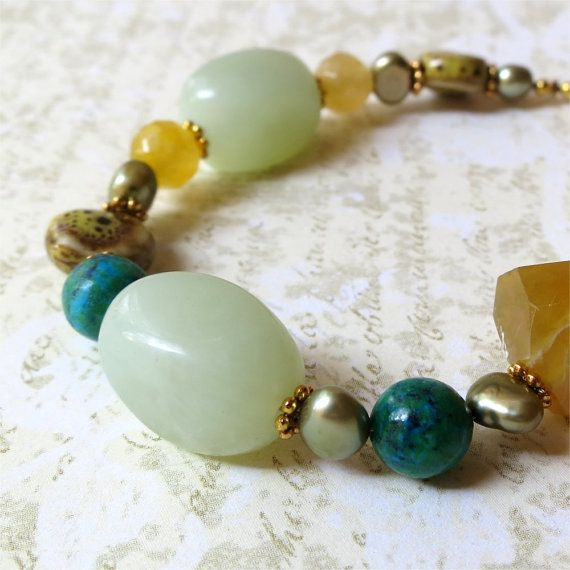 Bracelet chunky beaded stone green honey. HALF by planettreasures