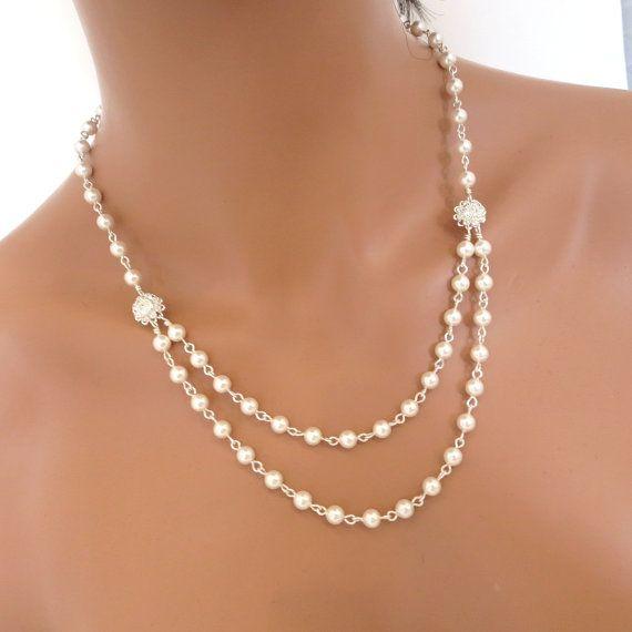 Este hermoso collar que he creado con dos encantadoras Swarovski plata claro dos hilos de perlas de Swarovski y flores de cristal. Collar en la foto mide 16 pulgadas y se extiende hasta 18 pulgadas en el interior del filamento.  Este es un diseño original de © tesoros por Agnes  POR FAVOR ESPERE APROXIMADAMENTE 10 DÍAS PARA LA TERMINACIÓN  Juego de pulsera: https://www.etsy.com/listing/217242040/bridal-pearl-bracelet-wedding-bracelet?ref=shop_home_active_12  Pend...
