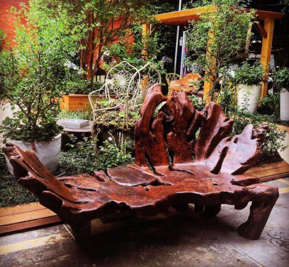 Mostra  Viver - São Paulo/Brazil. Sculptural Bank in Imbuia wood designed by @julianoguidi @ashleytstark #sculpturaldesign #designbrasileiro #brutalism #residualwood #contemporarydesign #brutalismdesign #organic #organicdesign #moderndesign #braziliandesign