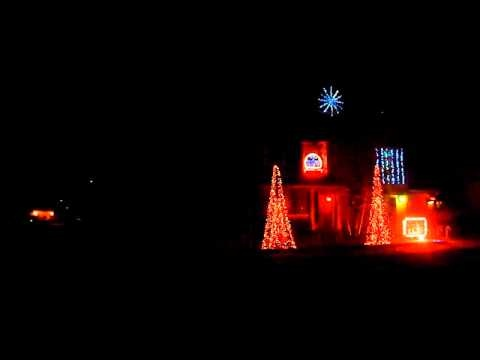 THE MOST AWESOME CHRISTMAS HOUSE EVER SEEN! DAMN! - Dubstep Christmas Lights House 2012 - the full show!