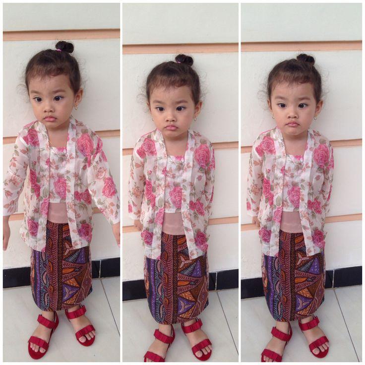 Lil javanese girl wearing kebaya kutubaru