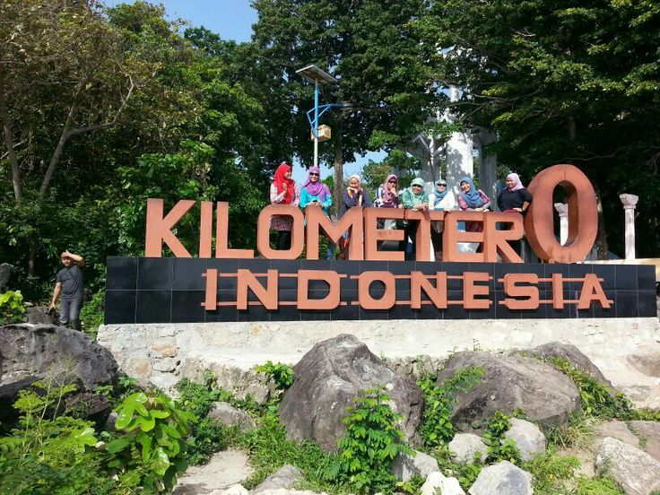 Me n friends at Weh Island. The ZERO KILOMETERS of Indonesia