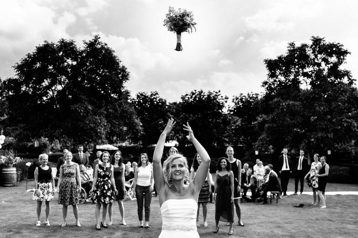 Boeket gooien bij Domaine d'Heerstaayen! | Bruiloft door de Kievit Bruiloften Bruidsfotografie