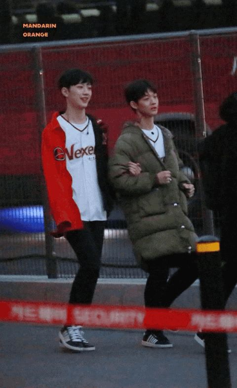 Compilations of gifs that show the difference of Lai Guan Lin behaviors in specific conditions ~ pannatic
