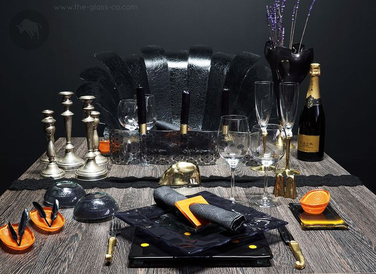 #Hallowwen #dinnerware Get Your Guests In The Spooky Spirit With A Fine Dining Halloween Table Setting! ➡ See more http://the-glass-co.com/halloween-table-setting/