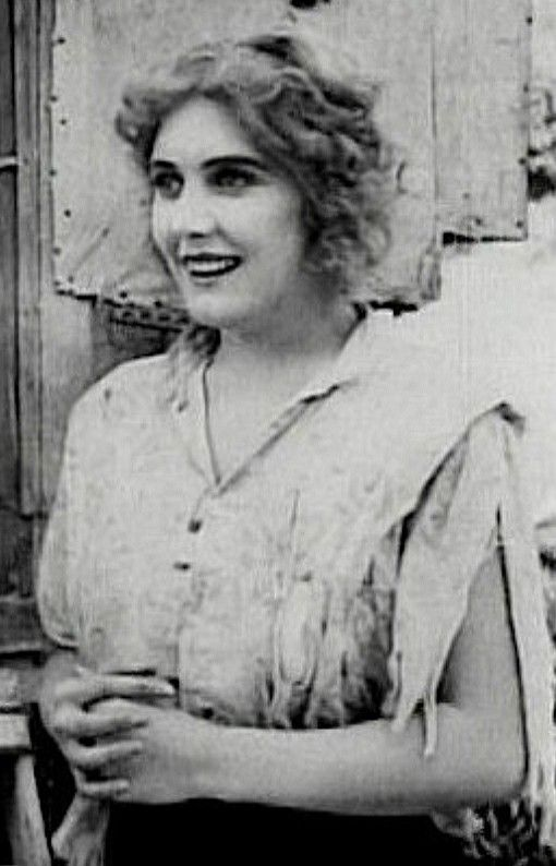 Edna Purviance(October 21, 1895 – January 13, 1958) was an American actress during thesilent movieera. She was the leading lady in many ofCharlie Chaplin's early films and in a span of eight years, she appeared in over 30 films with him.