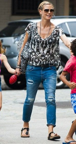 Heidi Klum wearing Birkenstock Gizeh Sandals in Black Patent. Heidi Klum New York City June 28 2013