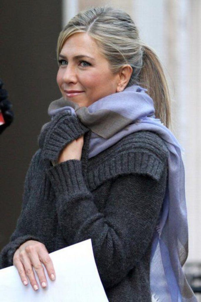 "Jennifer Aniston Photos Photos - Jennifer Aniston keeps wrapped up warm whilst filming ""Wanderlust"" on location in Greenwich Village, New York. - Jennifer Aniston Films 'Wanderlust' in Greenwich Village Jennifer Aniston Haar, Jennifer Aniston Photos, Long Gray Hair, Grey Wig, Grey Hair Dye, Dyed Hair, Blonde Hair With Highlights, Brown Blonde Hair, Ashy Hair"