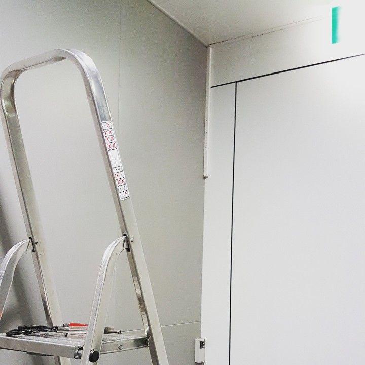 On ne cesse jamais de chercher à s'améliorer. Ici un bel exemple de diffusion invisible, avec un diffuseur caché dans le faux-plafond.
