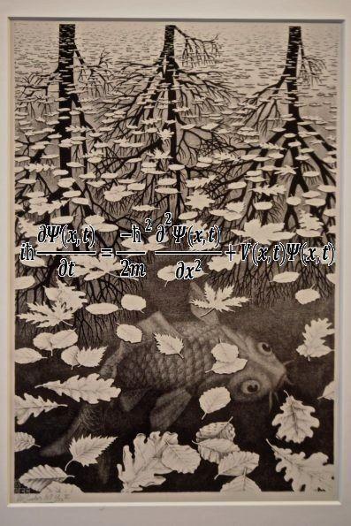 La ecuación de Schrödinger y el grabado de Escher  Tres Mundos (1955). La peculiaridad del universo cuántico manifiesta en una experiencia de la cotidianidad: el comportamiento dual de la luz (onda - partícula).