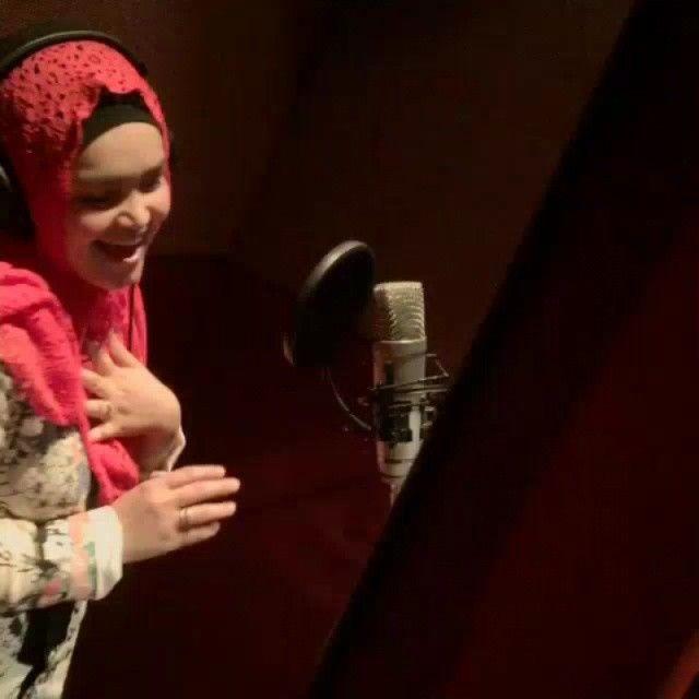 Whoaa Dato' Siti Nurhaliza @ctdk merakamkan lagu ciptaan A.R Rahman bahasa tamil . Curious nak dgr finalnya ..!!!