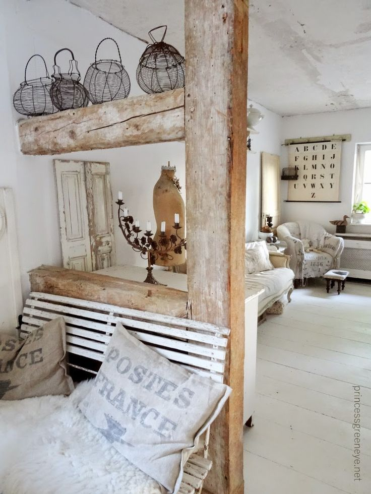 A blog about living and living in French Shabbychic, Nordic Shabbystil, old furniture, white, French ceramics