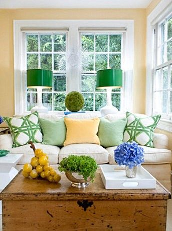 !: Coffee Tables, Living Rooms, Lamps Shades, Color Combos, Green Accent, Bright Color, Decoration Idea, Families Rooms, Sun Rooms