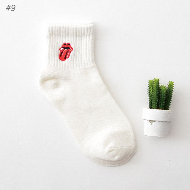 New Harajuku Funny Cartoon Black White Short Novelty Socks Women Milk Box Beard Rose Heart Radio Embroidery Cotton Socks 2017