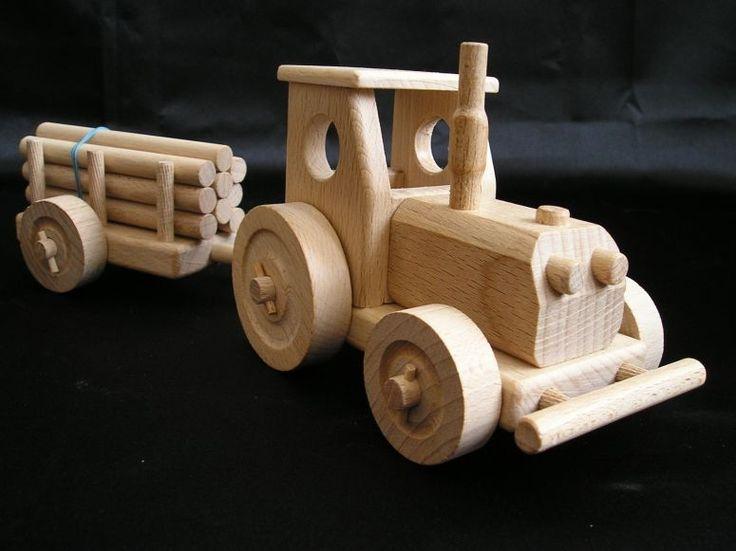 Dřevěný traktor s vlečkou