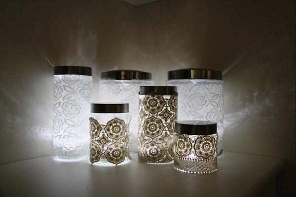 DIY wedding decor-would look really pretty next to hydrangeas...