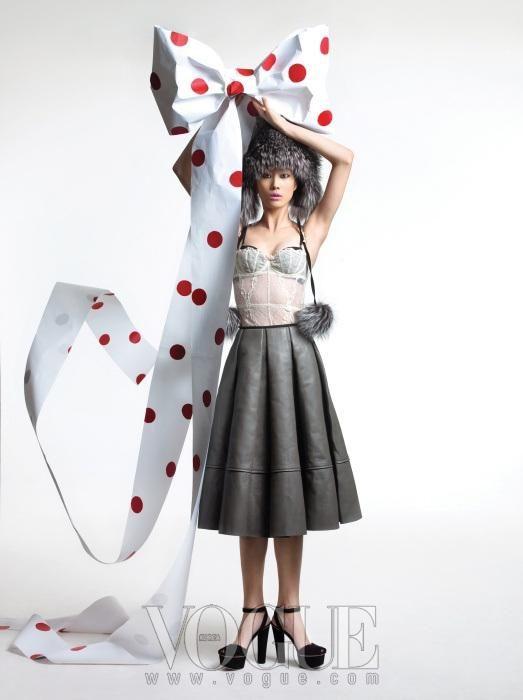 Jingle Bells: Vogue Korea December 2010 Editorial   Sassi Sam Girlie Gossip Files