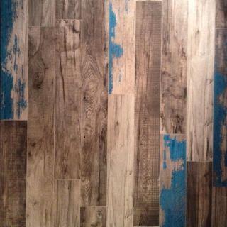 Klinker som ser ut som dåligt slipat trägolv med färgrester