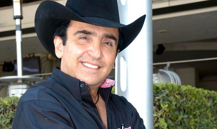 Vicente Fernández Jr.  - El hijo del cantante Vicente Fernández fue secuestrado en 1998 y para presionar en la obtención del rescate, le amputaron dos dedos.
