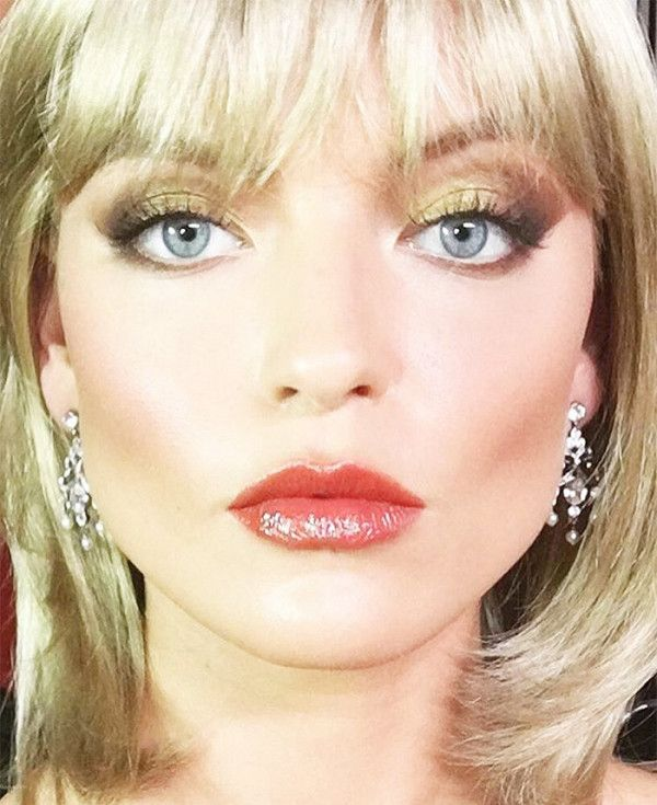 Looking every bit like '80s Michelle Pfeiffer, Martha Hunt pulled off an impeccable Elvira Hancock