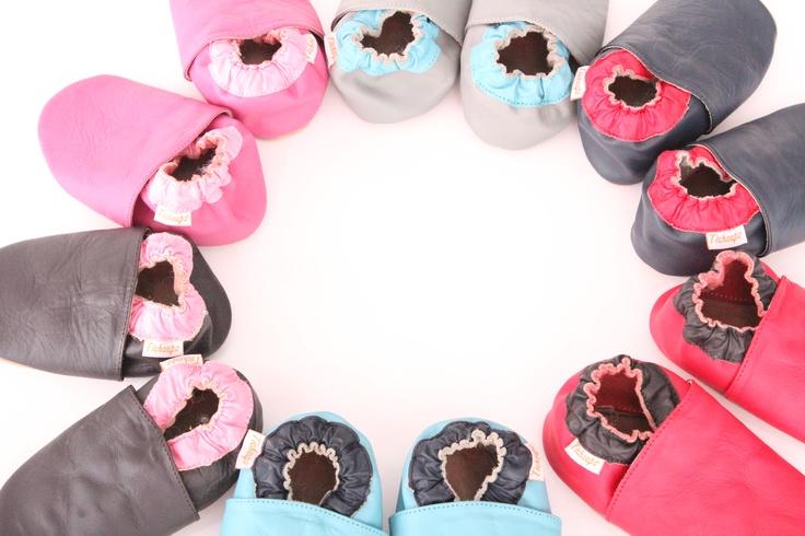 Ces modèles de chaussons cuir souple seront parfaits pour mettre de la couleur aux tenues de vos petits pieds ! Ces chaussons cuir souple réveilleront les tenues un peu sages grâce à leurs couleurs toniques !
