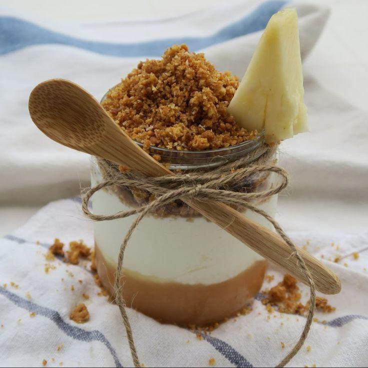 Cheesecake de piña y crumble de coco elaborado con bebida de almendras Almond Breeze