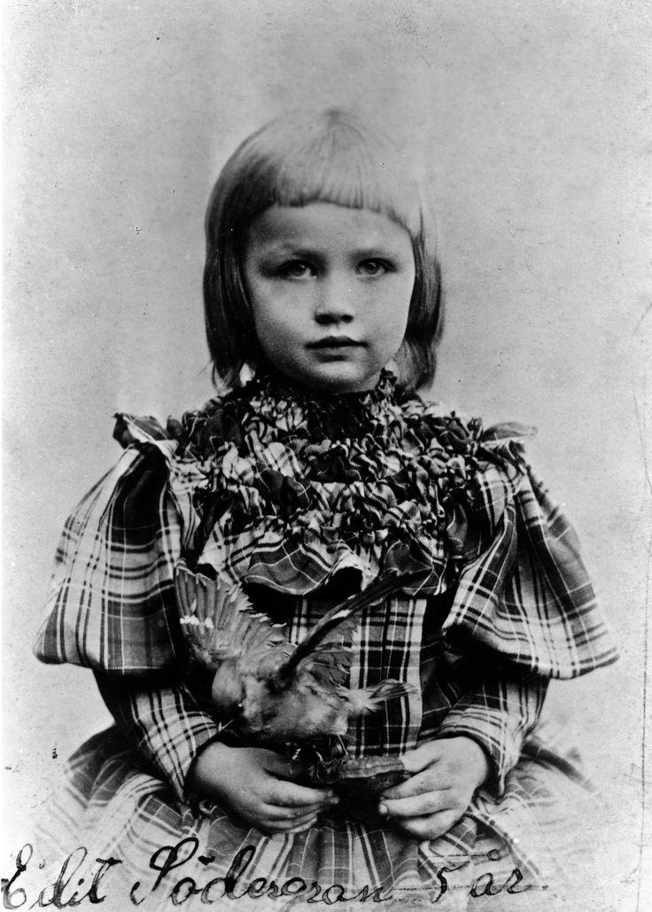 File:Edith Södergran, 5 years old.jpg