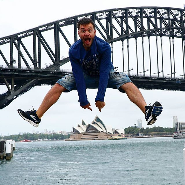 Αυτή εδώ είναι η όπερα του Σίδνεϊ!! #happytraveller  This is Sydney Opera House!! I just jumped over it... And over Harbor bridge as well   Photo @electra_asteri  #travel #explore #sydneyharbour #sydneyharbourbridge #traveler #sydney #australia #skaitv #happytraveler #jump #travellers #aussieexplorer #instatrip #instatravel #travelblogger  Trip info: Fly to Australia with @flyscoot  Stayed in Sydney at @yhaaustralia #YHAoz Explored Sydney with @bigbustours and @captaincookcruises