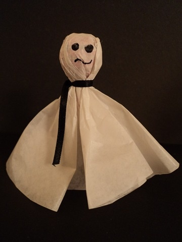 my mom used to make these lollipop ghosts for my school Halloween parties