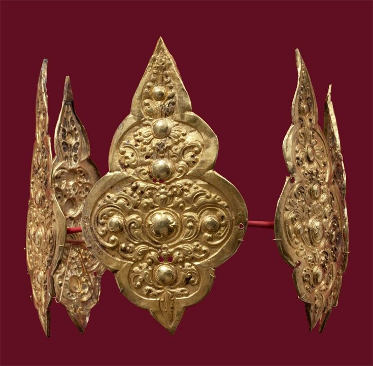 Indonesia ~ Java | Crown ornaments; gold | 9th - 10th century ||| {GPA}