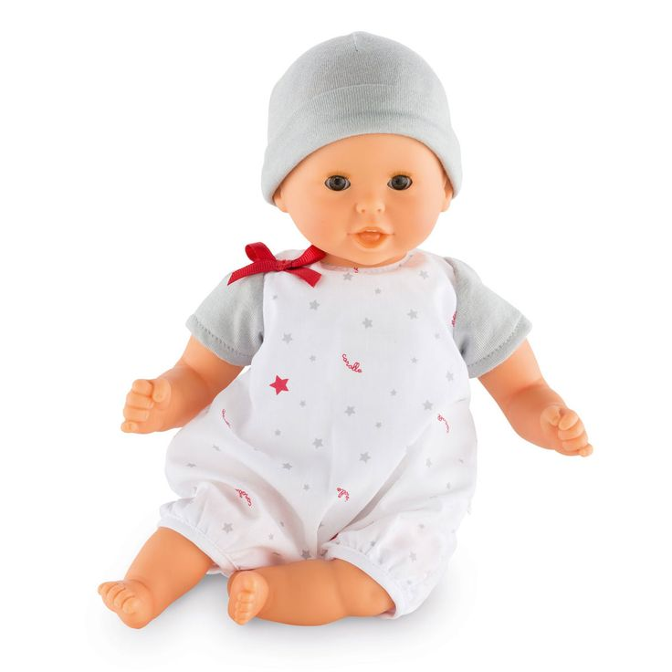 """Mon Premier Bébé Calin Bisou est le petit poupon interactif avec 4 fonctions simples. Il dit """"mama"""", """"papa"""", fait le bruit du bisou et rit. En appuyant sur son ventre, une fonction se déclenche. Sa taille est parfaitement adaptée aux petits bras de votre enfant pour le câliner et le cajoler tendrement. Son corps souple lui permet de prendre les mêmes positions qu'un vrai bébé. Son visage, ses bras et ses jambes sont en vinyle doux au toucher. Ils sont délicatement parfumés à la vanille…"""
