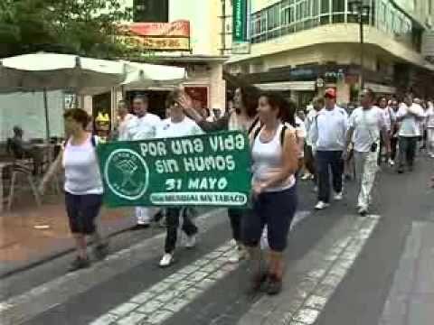 Hoy 31 de mayo se celebra el Día Internacional sin Tabaco. Aquí en Estepona el Ayuntamiento en colaboración con los centros de salud y el Centro Comarcal de Drogodependencia han realizado una marcha por la localidad para promocionar una vida sin humo y potenciar hábitos de vida saludable.