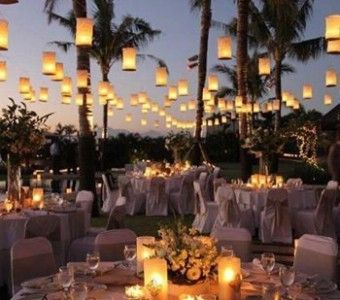 We zijn klaar met die regen en willen ook zon, zee, strand.Het is in Nederland lastig plannen; een strand bruiloft. Je zou immers #thevow #trouwen #stranddiner